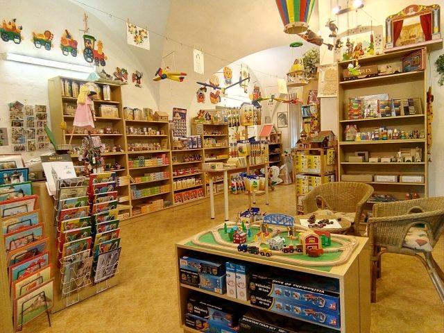 Dřevěné hračky a Antikvariát  Hradec Králové